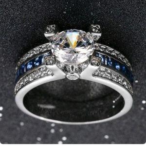 Womans fashion ring
